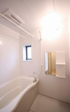 浴室暖房乾燥機があるので、寒い冬も暖房であっためてお風呂に入れます☆洗濯物を乾かすことも可能な便利な