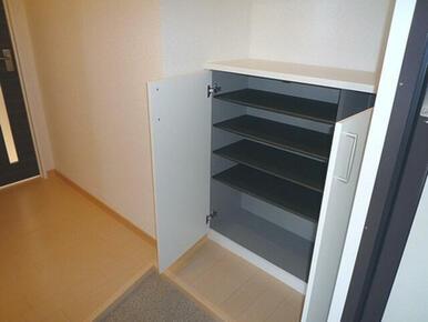 棚の取り外しができ、高さが調整できます。