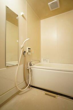 浴室は追い焚き機能付!帰り時間が違ってもお湯を入れ直さなくて大丈夫です♪