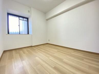 約5帖の東側洋室
