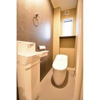 手洗いを設け高級感のある空間となってます。