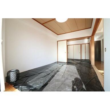 (和室)日当たりの良い続き間の和室。寝室にしたりリビングとつなげて使ったり思い思いにご利用できますよ