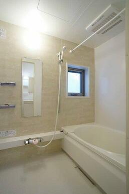 【浴室】浴室乾燥機を設置しております。