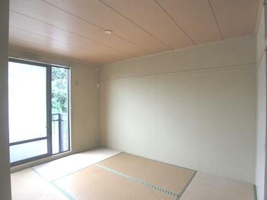 【和室】畳に使われている「イグサ」には調湿効果や抗菌効果・消臭効果があります☆フローリングと違ってク