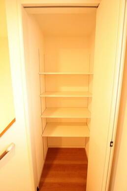 階段横にある収納