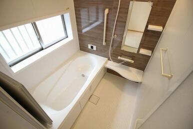 約1坪の広々とした浴室。お子様とのバスタイムも楽しめます
