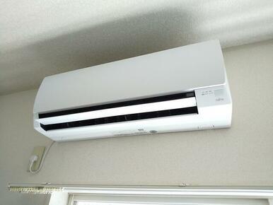6帖洋室にはエアコン付きで快適に過ごせます♪