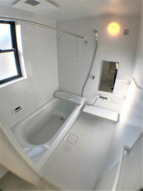 【浴室】 ゆったり足が伸ばせる1.0坪のユニットバス♪