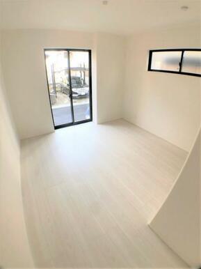【洋室】白を基調とした開放感溢れるルームデザイン!