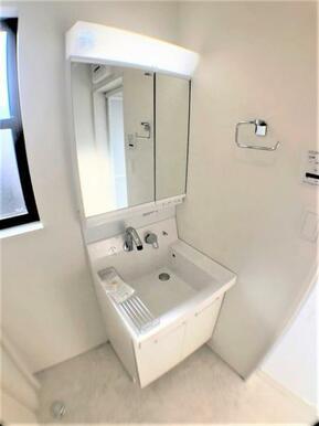 【洗面台】 洗面からお化粧まで♪忙しい朝の準備に便利な洗髪洗面化粧台!