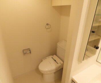 洗浄機能付き便座 ゆったりとした空間のトイレです
