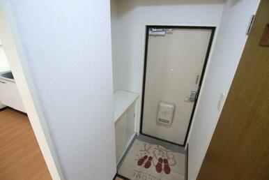玄関/下駄箱付き
