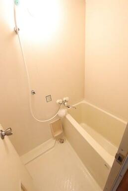 清潔感のあるバスルームです♪