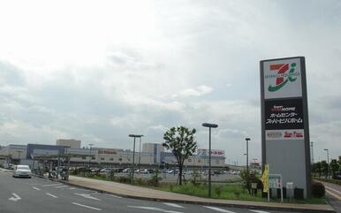 スーパービバホーム・MOVIX三郷(映画館)・イトーヨーカドーまで徒歩20分(1600m)