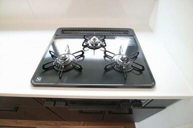 お料理好きの方にも嬉しい火加減調節可能なガスコンロ!