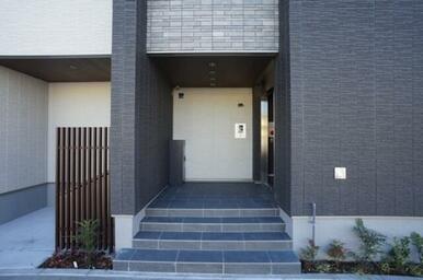 玄関ホールにはパスタッチ自動ドアオートロック、防犯カメラ、宅配BOXが付いてます。