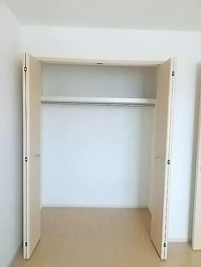 洋服や荷物を収納できるので、お部屋をすっきり片付けられます☆