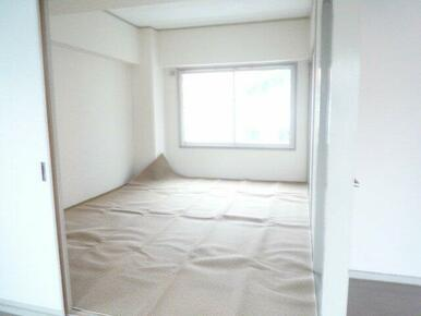 カーペットが敷いてありますが、和室です。