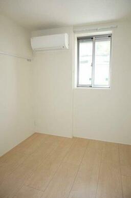 【洋室】4.3帖のエアコン付き洋室です♪