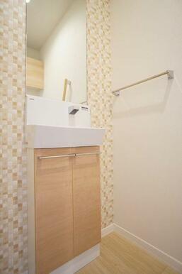 【トイレ】手洗カウンターが付いてますよ♪
