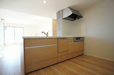 【キッチン】オールスライドタイプの収納がとても便利◎お掃除らくらくIHクッキングヒーター・食器洗浄機