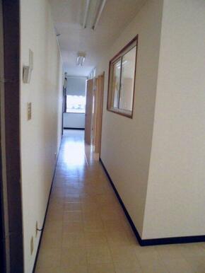 室内廊下入口側