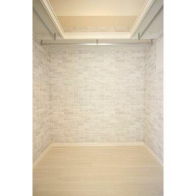 ◆ウォークインクローゼット◆ハンガーパイプ付きで、コートなども収納しやすいですよ!お部屋がスッキリ使