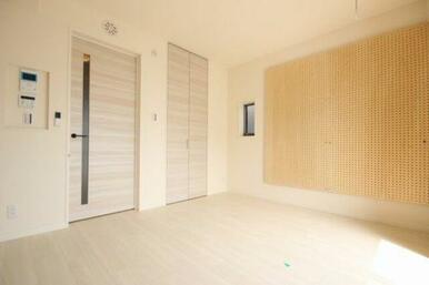 ◆洋室◆建具もシンプルで家具が合わせやすいですね♪