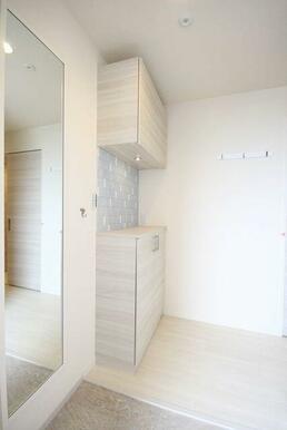 ◆玄関◆シューズボックス+全身ミラー設置☆