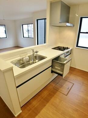 【キッチン同仕様写真】 最新の設備が整ったオープンキッチン!
