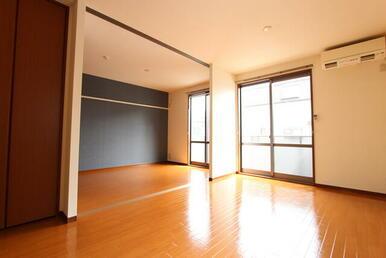 LDKと洋室は天井高タイプのスクリーンで仕切られている為、開放することで大空間が生まれます。