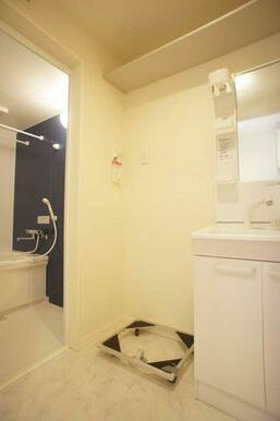 【脱衣所】洗面台や洗濯機置き場などがございます☆