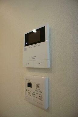 【モニターホン】来訪者の方を室内から確認できるTVモニター付きインターホンです♪