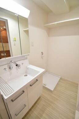 広々と使用できる洗面スペース