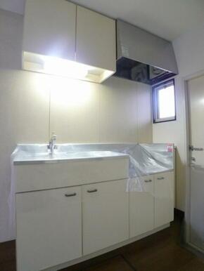 キッチンセット☆小窓があり明るいキッチンです