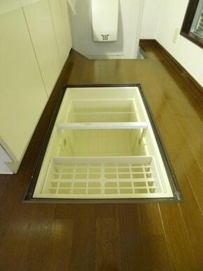 床下収納庫内部☆デッドスペースを有効活用!