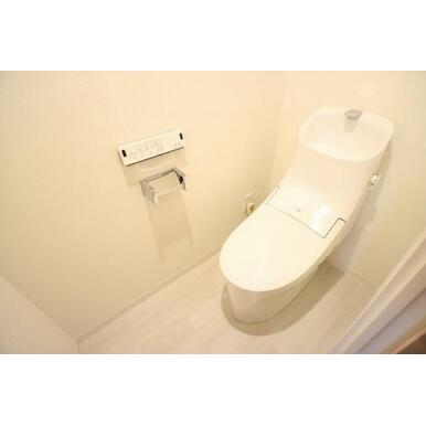トイレ新規交換、白をベースに変貌を遂げた空間は落ち着く場です