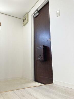「玄関」フロアタイル貼替済み
