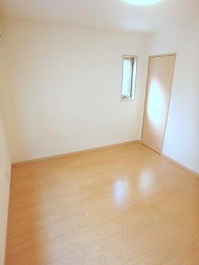キッチンと洋室は扉でしっかり分けて使えます!(※別室参考写真)