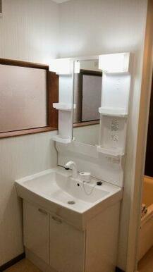 新品交換済の洗面化粧台です!