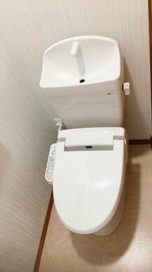 新品交換済のトイレ
