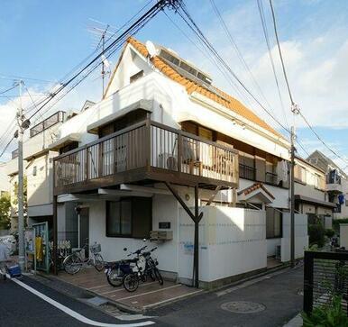 オレンジ色の屋根がポイント♪