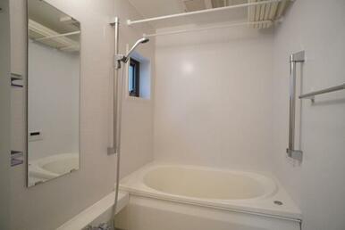 【浴室】浴室乾燥機&追いだき機能付きですので、いつでも温かいお風呂をご堪能頂けます♪