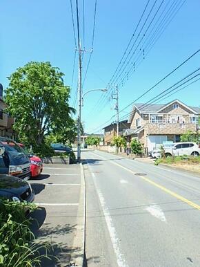 前面道路・バス停から徒歩1分