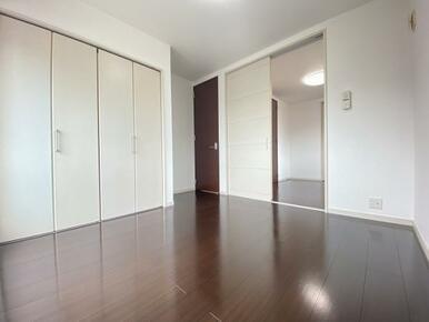 3階 約5.5帖の南側洋室です。